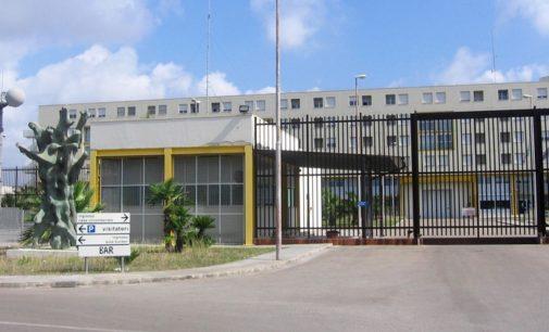 Lecce, detenuta dà fuoco alla sua cella. Quattro agenti intossicati