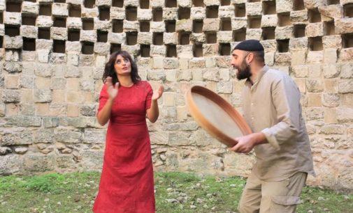 Al Castello Volante di Corigliano d'Otranto laboratori di pizzica-pizzica e tarantelle del Sud Italia col concerto di Enza Pagliara e Dario Muci