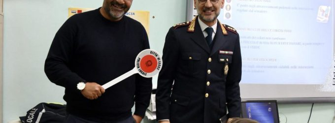 Mister Liverani insieme alla Polizia Locale nelle scuole primarie di Lecce: a lezione di sicurezza stradale