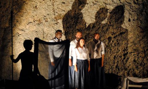 La compagnia salentina Astragali Teatro a Nivica in Albania per Legends on circular ruins